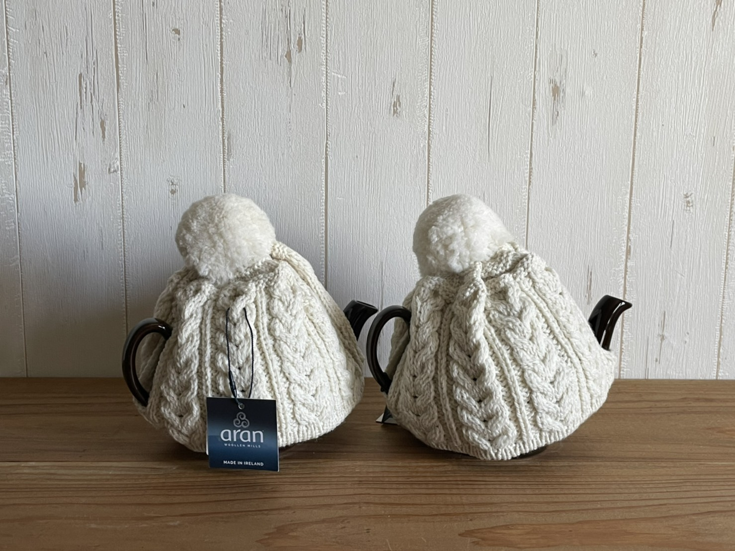 BROWN BETTY TEA POT&ARAN WOOLEN MILLS TEA COSY