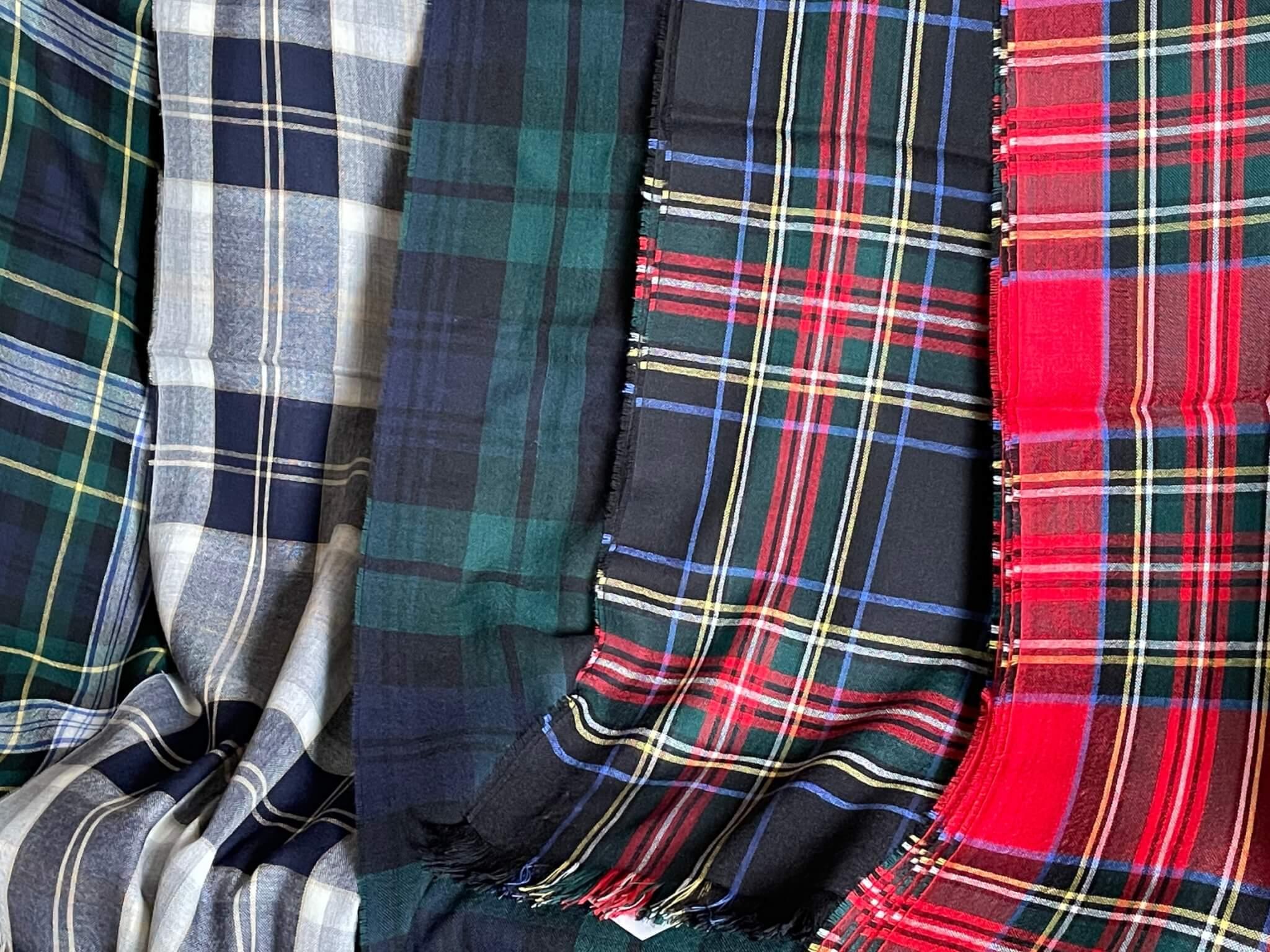 オールシーズン使える高品質のストール JOHNSTONS OF ELGIN Merino wool Stall